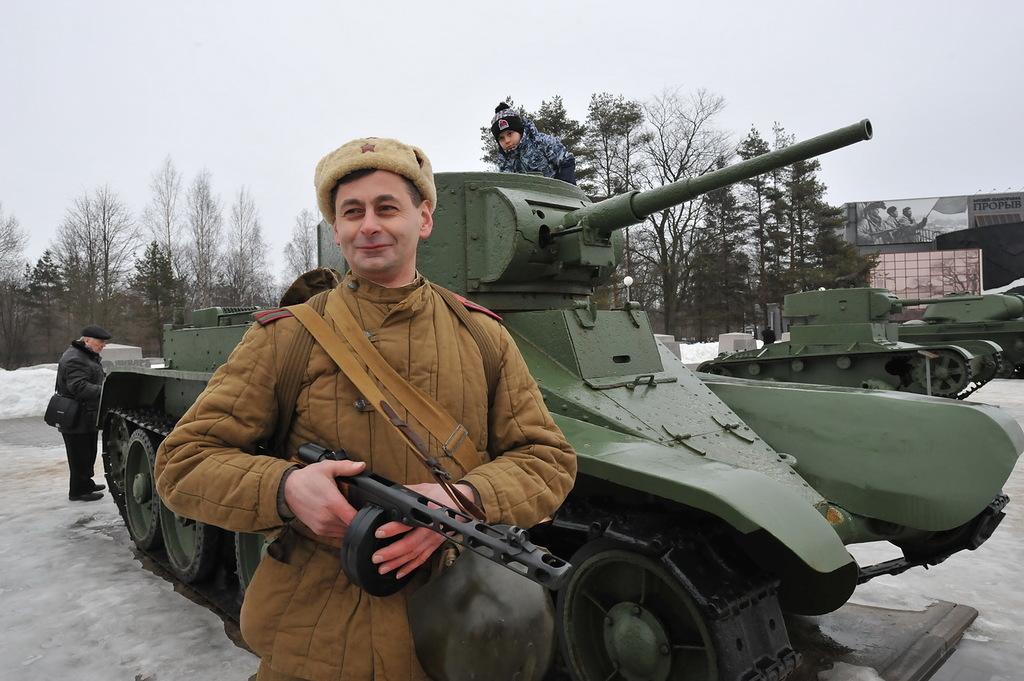 «Восток-Запад» и «Русское Вездеходное Общество» провели военно-историческую акцию, посвященную 75 летию со дня снятия блокады